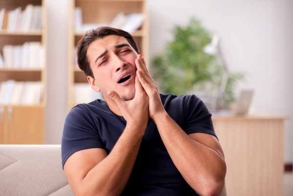 Does Pain And Swelling Indicate A Dental Emergency?
